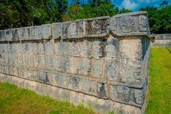Οι όμορφες χαρασμένες μορφές στο βράχο εισάγονται του Chichen Itza, μια από τις επισκεμμένες αρχαιολογικές περιοχές στο Μεξικό Στοκ φωτογραφίες με δικαίωμα ελεύθερης χρήσης