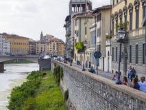 Οι όχθεις του ποταμού Arno στη Φλωρεντία - τη ΦΛΩΡΕΝΤΙΑ/την ΙΤΑΛΙΑ - 12 Σεπτεμβρίου 2017 Στοκ Φωτογραφίες