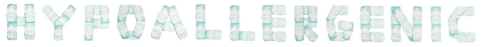 Οι hypoallergenic σχεδιασμένες πάνες μωρών λέξης σε ένα άσπρο υπόβαθρο, απομονώνουν, πετσέτα, επιγραφή στοκ εικόνες με δικαίωμα ελεύθερης χρήσης