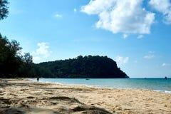 Οκνηρή παραλία στην ηλιόλουστη θερινή ημέρα Koh νησί Rong Sanloem, οκνηρή παραλία Καμπότζη, Ασία στοκ εικόνα με δικαίωμα ελεύθερης χρήσης