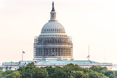 2 Οκτωβρίου 2014: Ουάσιγκτον, συνεχές ρεύμα - whitehouse με τα υλικά σκαλωσιάς Στοκ Εικόνα