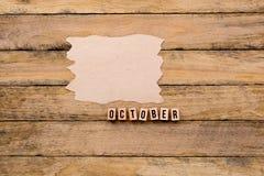 Οκτώβριος - ημερολογιακός μήνας στα ξύλινα κεφαλαία γράμματα με το χειροποίητο π στοκ φωτογραφία με δικαίωμα ελεύθερης χρήσης
