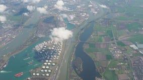 Ολλανδία, απόψεις από το παράθυρο αεροπλάνων των λιμένων και των βιομηχανικών περιοχών κοντά στη θάλασσα φιλμ μικρού μήκους