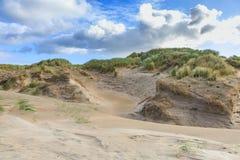 Ολλανδική ακτή Βόρεια Θαλασσών τοπίων αμμόλοφων με τις κλίσεις με τις χλόες αμμόλοφων και τις γυμνές κοιλάδες Στοκ Φωτογραφίες