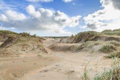 Ολλανδική ακτή Βόρεια Θαλασσών τοπίων αμμόλοφων με τις κλίσεις με τις χλόες αμμόλοφων και τις γυμνές κοιλάδες Στοκ φωτογραφίες με δικαίωμα ελεύθερης χρήσης