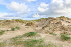 Ολλανδική ακτή Βόρεια Θαλασσών τοπίων αμμόλοφων με τις κλίσεις με τις χλόες αμμόλοφων και τις γυμνές κοιλάδες Στοκ εικόνες με δικαίωμα ελεύθερης χρήσης