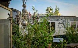 Ολλανδικό ξύλινο εξοχικό σπίτι με τα μέρη πράσινου Στοκ εικόνα με δικαίωμα ελεύθερης χρήσης
