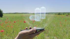 Ολόγραμμα των επαναφορτιζόμενων μπαταριών σε ένα smartphone απόθεμα βίντεο
