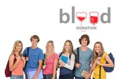 Ομάδα ανθρώπων και έννοια δωρεάς αίματος στοκ φωτογραφία με δικαίωμα ελεύθερης χρήσης