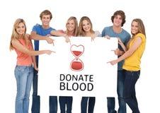 Ομάδα ανθρώπων και έννοια δωρεάς αίματος στοκ εικόνες