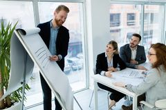 Ομάδα αρχιτεκτόνων που εργάζονται στην επιχειρησιακή συνεδρίαση Στοκ εικόνες με δικαίωμα ελεύθερης χρήσης