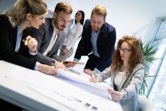 Ομάδα αρχιτεκτόνων που εργάζονται στην επιχειρησιακή συνεδρίαση Στοκ Φωτογραφία