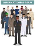 Ομάδα επιχειρηματιών ατόμων που στέκονται μαζί στο άσπρο υπόβαθρο στο επίπεδο ύφος Επιχειρησιακή ομάδα και έννοια ομαδικής εργασί Στοκ Εικόνα