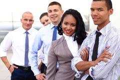 Ομάδα επιχειρηματιών με τον ηγέτη επιχειρηματιών στοκ φωτογραφίες