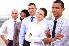 Ομάδα επιχειρηματιών με τον ηγέτη επιχειρηματιών στοκ εικόνα με δικαίωμα ελεύθερης χρήσης