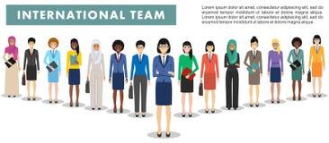 Ομάδα επιχειρησιακών γυναικών που στέκονται μαζί στο άσπρο υπόβαθρο στο επίπεδο ύφος Επιχειρησιακή ομάδα και έννοια ομαδικής εργα Στοκ Φωτογραφίες