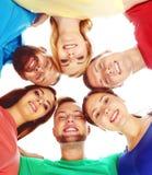 Ομάδα ευτυχών σπουδαστών που μένουν από κοινού Στοκ Φωτογραφίες