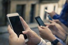 Ομάδα με τα κινητά τηλέφωνα στοκ φωτογραφίες με δικαίωμα ελεύθερης χρήσης
