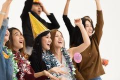 Ομάδα νέων επιχειρηματιών που γιορτάζουν στο άσπρο υπόβαθρο ι στοκ φωτογραφίες