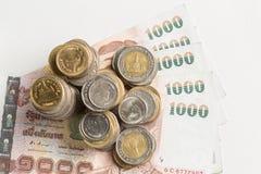 Ομάδα νομίσματος και τραπεζογραμματίου στο λευκό Στοκ Εικόνες