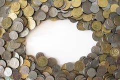 Ομάδα νομισμάτων ως υπόβαθρο με το διάστημα αντιγράφων στη μέση στοκ φωτογραφίες με δικαίωμα ελεύθερης χρήσης