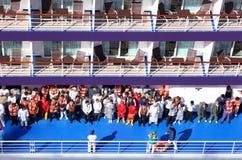 Ομάδα προσωπικού με lifejackets στην κατάρτιση διάσωσης Στοκ φωτογραφία με δικαίωμα ελεύθερης χρήσης