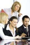 Ομάδα συναδέλφων στο γραφείο στοκ εικόνες