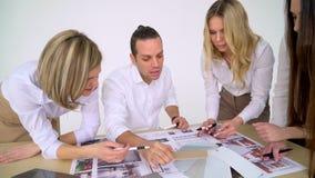 Ομάδα των αρχιτεκτόνων που εργάζονται στην αρχή φιλμ μικρού μήκους