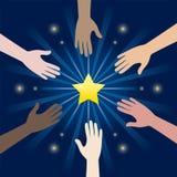 Ομάδα χεριού ποικιλομορφίας που φθάνει για τα αστέρια διανυσματική απεικόνιση