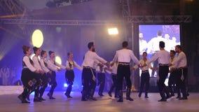 Ομάδα χορευτών από την Τουρκία στο παραδοσιακό κοστούμι απόθεμα βίντεο