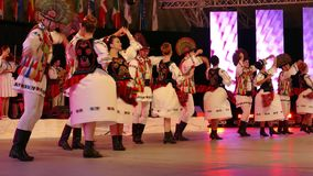Ομάδα χορευτών από τη Γεωργία στο παραδοσιακό κοστούμι απόθεμα βίντεο