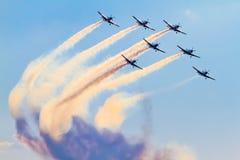 Ομάδα Aerobatic σχετικά με το airshow με τον καπνό στοκ φωτογραφία με δικαίωμα ελεύθερης χρήσης