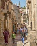 Ομάδες γύρου στην παλαιά πόλη Ιερουσαλήμ στοκ εικόνες