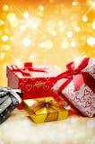 Ομάδας διακοσμητική δώρων COM μπροστινής άποψης bokeh κιβωτίων χρυσή κάθετη Στοκ φωτογραφία με δικαίωμα ελεύθερης χρήσης