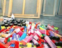 Ομάδα ακρυλικών διάφορων χρωμάτων χρωμάτων Στοκ εικόνες με δικαίωμα ελεύθερης χρήσης