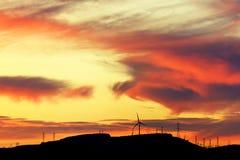 Ομάδα ανεμόμυλων για την ανανεώσιμη ηλεκτρική ενεργειακή παραγωγή Στοκ Εικόνες