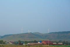 Ομάδα ανεμόμυλων για την ανανεώσιμη ηλεκτρική ενεργειακή παραγωγή Στοκ εικόνα με δικαίωμα ελεύθερης χρήσης