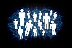 Ομάδα ανθρώπων εικονιδίων σε ένα technologic υπόβαθρο - conce δικτύων Στοκ εικόνα με δικαίωμα ελεύθερης χρήσης