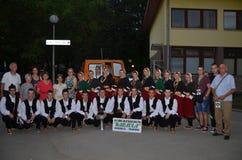 Ομάδα ανθρώπων στα παραδοσιακά κοστούμια Στοκ εικόνες με δικαίωμα ελεύθερης χρήσης