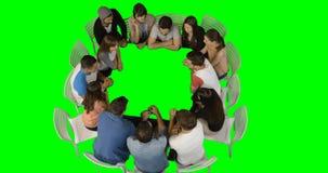 Ομάδα ανώτερων υπαλλήλων που χρησιμοποιούν τη φουτουριστική ψηφιακή οθόνη απόθεμα βίντεο