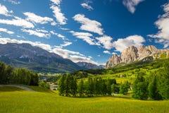 Ομάδα βουνών Cristallo κοντά στο d'Ampezzo Cortina, δολομίτες, Ιταλία στοκ φωτογραφίες