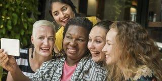 Ομάδα γυναικών που παίρνουν την έννοια εικόνων Στοκ Φωτογραφίες