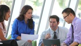 Ομάδα επιχειρηματιών που διοργανώνουν την άτυπη συνεδρίαση φιλμ μικρού μήκους