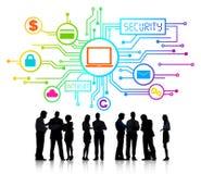 Ομάδα επιχειρηματιών που συζητούν την ασφάλεια δικτύων Στοκ Εικόνα