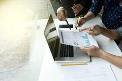 Ομάδα εργασίας επιχειρηματιών από κοινού Στοκ φωτογραφία με δικαίωμα ελεύθερης χρήσης