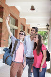Ομάδα ευτυχών φίλων που παίρνουν selfie Στοκ Εικόνα