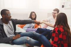 Ομάδα δημιουργικών ανθρώπων στο σύγχρονο γραφείο Στοκ Εικόνες