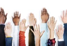 Ομάδα διαφορετικής αυξημένης χέρια έννοιας Multiethnic Στοκ Εικόνα