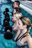 Ομάδα ικανότητας που κάνει τη αερόμπικ aqua Στοκ φωτογραφία με δικαίωμα ελεύθερης χρήσης