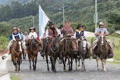 Ομάδα κάουμποϋ που οδηγούν τα άλογά τους Στοκ Εικόνες